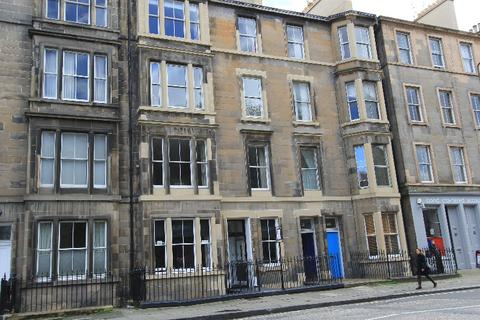 2 bedroom flat to rent - East London Street, New Town, Edinburgh, EH7 4BN
