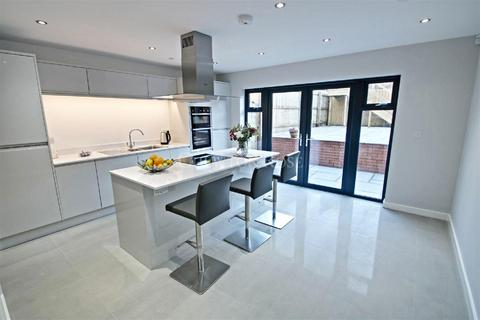 4 bedroom semi-detached house for sale - St Andrews Court, Old St Mellons