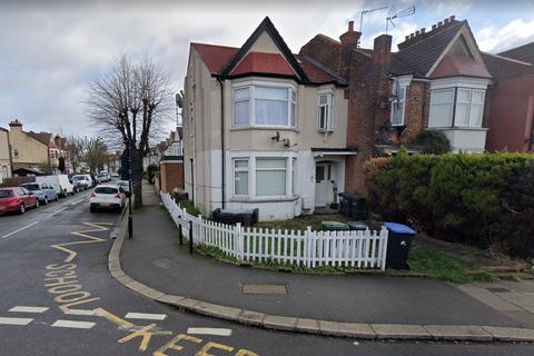 3 bedroom flat to rent - Hazelwood Lane, Palmers Green, London N13