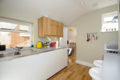 Studio to rent - Fairacres Road, Stunning studio, OX4