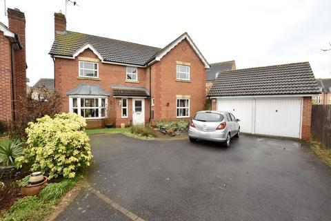 4 bedroom detached house for sale - Birchen Close, Peterborough