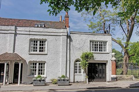 4 bedroom house to rent - Luxurious Listed Living, Central Marlow