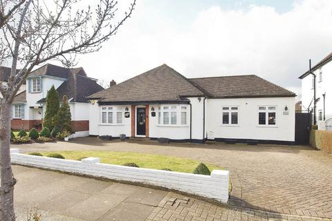 3 bedroom detached bungalow for sale - Hayes Way, Park Langley, Beckenham