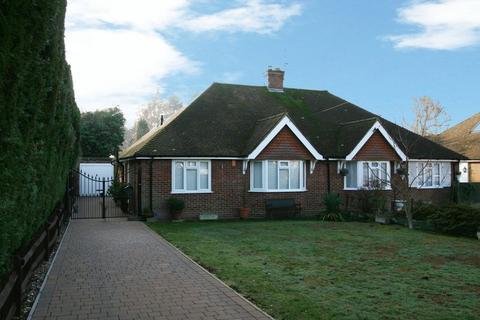 2 bedroom bungalow for sale - Vine Road, Stoke Poges, Buckinghamshire SL2