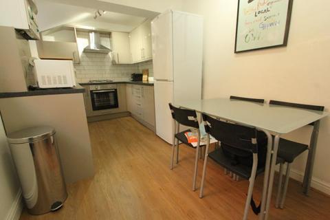 3 bedroom terraced house to rent - Victoria Road, Harborne, Birmingham, B17 0AQ