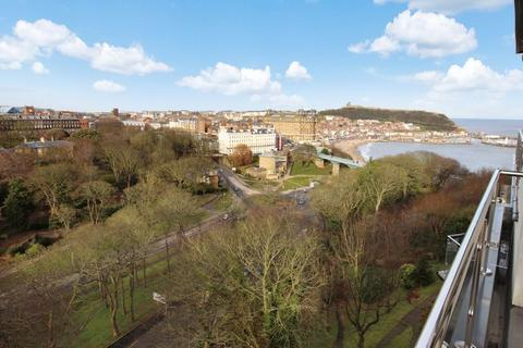 2 bedroom penthouse for sale - Belmont Road, South Cliff, Scarborough