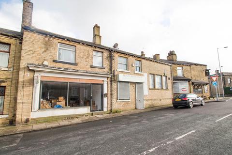 Retail property (high street) to rent - Huddersfield Road, Wyke, BD12