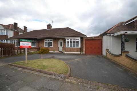 2 bedroom semi-detached bungalow for sale - Ravenscourt Drive, Hornchurch, Essex, RM12
