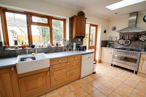 4 bedroom semi-detached house for sale - Priory Road, West Town, Peterborough