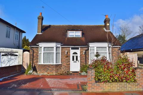 3 bedroom detached bungalow for sale - Old Farm Avenue, Sidcup, Kent, DA15 8AF