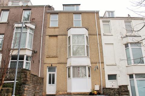 2 bedroom flat to rent - Gore Terrace,