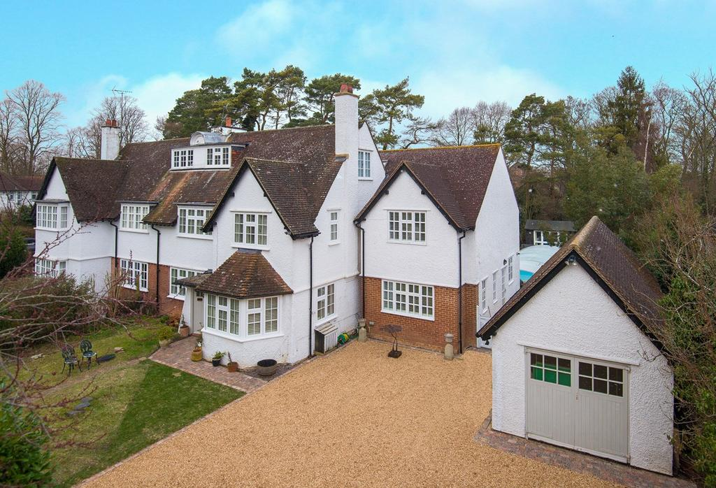 Sollershott east letchworth garden city sg6 6 bed semi detached house 1 275 000 for Letchworth swimming pool prices