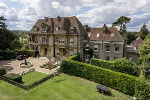4 Bedroom Manor House For Sale   High Road, Chipstead