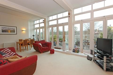 2 bedroom apartment for sale - Elizabeth Drive, Banstead