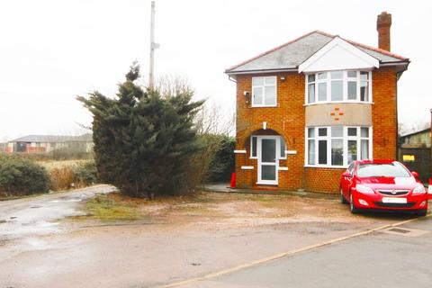 3 bedroom detached house to rent - Hitchin Road, Shefford, SG17