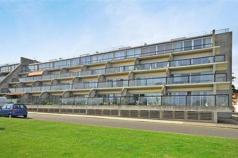 3 bedroom flat to rent - The Leas Folkestone CT20