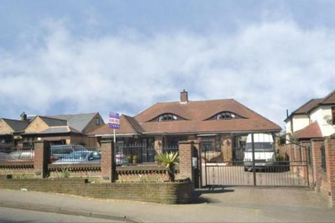 5 bedroom detached bungalow for sale - North Road, Havering-atte-bower