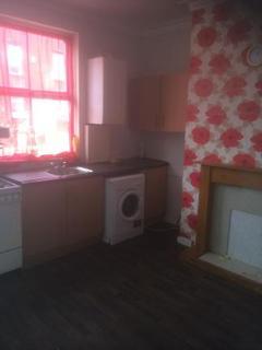4 bedroom semi-detached house to rent - Trentham Grove, Beeston, LS11