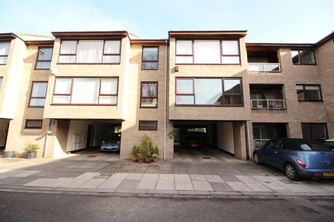 2 bedroom flat for sale - Low Gosforth Court, Newcastle Upon Tyne