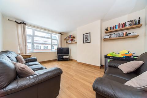 2 bedroom flat for sale - Manor Vale, Brentford, TW8