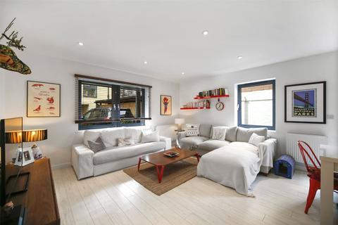 2 bedroom flat for sale - Chiltonian Mews, Hither Green, London, SE13
