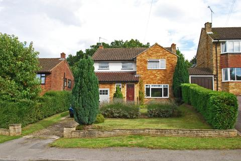 4 bedroom detached house to rent - Cherry Tree Road, Beaconsfield, HP9