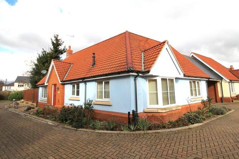 2 bedroom bungalow for sale - Honywood Gardens, Chelmsford, Essex, CM2