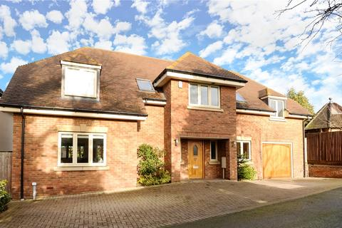 4 bedroom detached house to rent - Jesslyn Close, Church Way, Weston Favell Village, Northampton, NN3