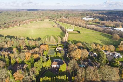 6 bedroom property with land for sale - Bracknell Road, Bagshot, Surrey, GU19