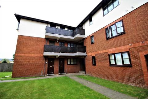 Studio to rent - Leeward Court, St Andrews Rd, Felixstowe