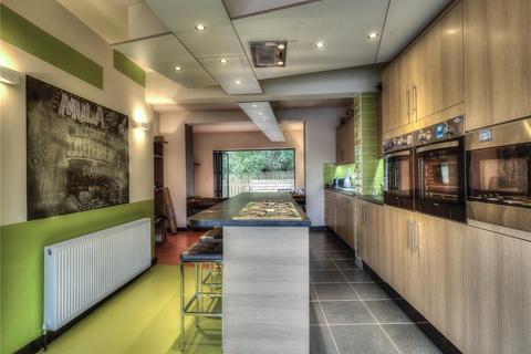 6 bedroom semi-detached house to rent - 2 Whitegate Road, Huddersfield, HD4