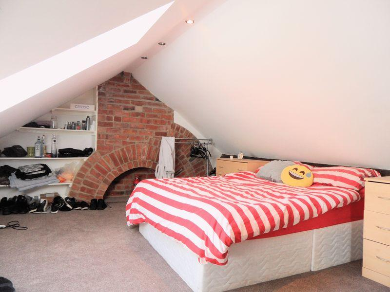 Bed House To Rent In Kirkstall Leeds