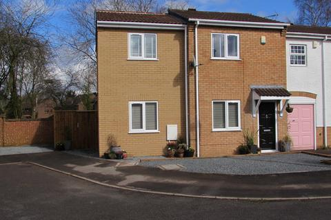 3 bedroom end of terrace house for sale - Crimscote Close, Shirley