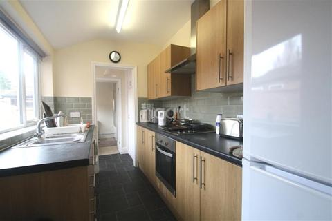 1 bedroom house share to rent - Spital Street