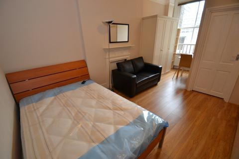 Studio to rent - Doughty Street, Bloomsbury