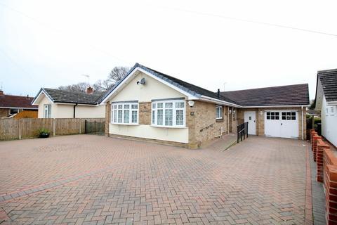 3 bedroom detached bungalow for sale - Beacon Park Road, Upton