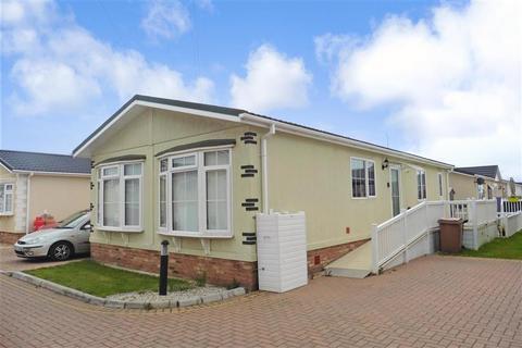2 bedroom detached bungalow for sale - Elm Way, Hayes Country Park Battlesbridge, Wickford, Essex