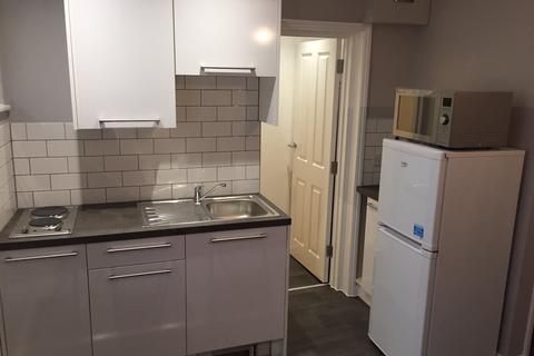 Studio to rent - Brighton BN2