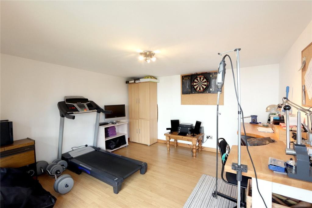 Bucknalls lane garston watford wd25 4 bed house for for Garden office gym