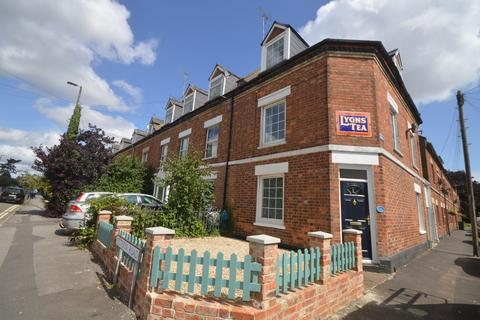 4 bedroom end of terrace house to rent - Victoria Road