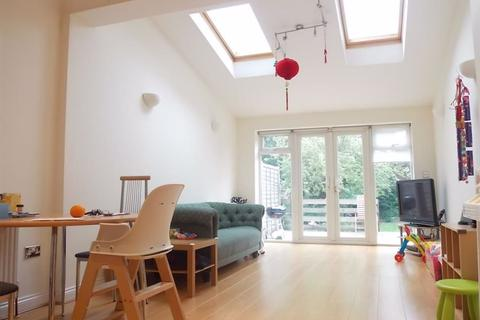 3 bedroom apartment to rent - Walm Lane, Willesden Green, London, NW2