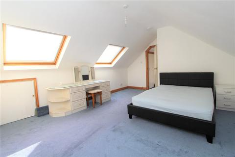 4 bedroom bungalow to rent - Lowfield Road, Acton, London, W3