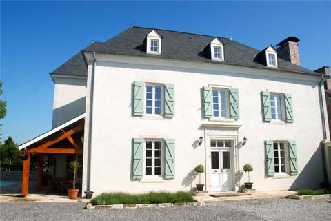 8 bedroom country house  - Maison de Maitre, Nay, Pyrenees Atlantiques