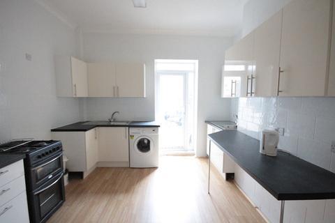 Studio to rent - Bampfylde Road, Torquay