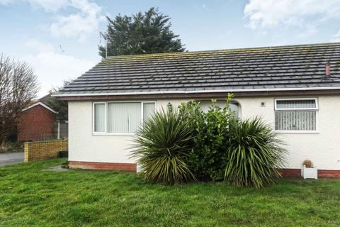 2 bedroom detached bungalow for sale - Plastirion, Towyn