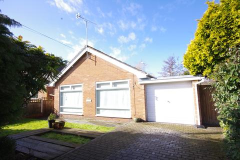 2 bedroom detached bungalow for sale - Glan Ffyddion, Dyserth