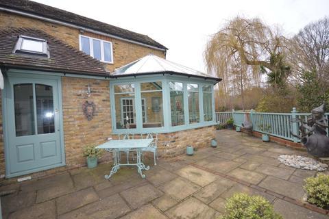 3 bedroom detached house for sale - Church Walk, Weybridge