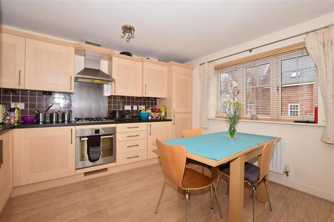 2 bedroom flat - Wickham Road, Shirley, Croydon, Surrey