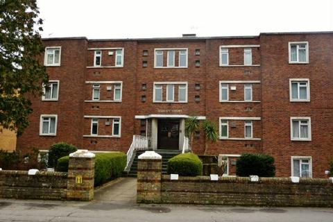 1 bedroom flat to rent - QUEENS CRT - HILL LANE - FURNISHED