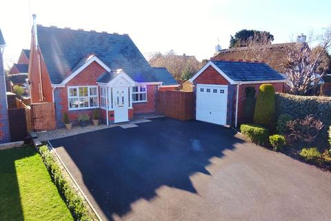 2 bedroom detached bungalow for sale - Welshpool, Powys